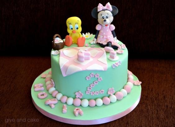 give and cake minnie cake